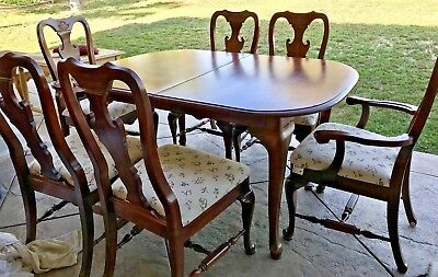 Vintage Dinning Room Cherry Wood Table with 6 Chairs and 2 Leaf Extentions