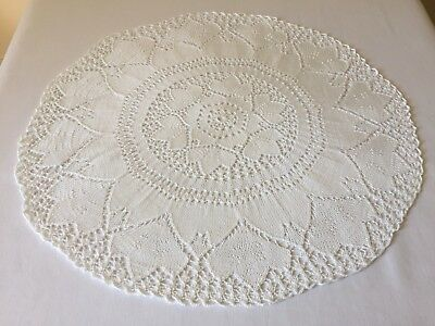 VINTAGE LINEN Pretty Tablecloth White Cotton Yarn Hand Knitted 55cm in Diameter