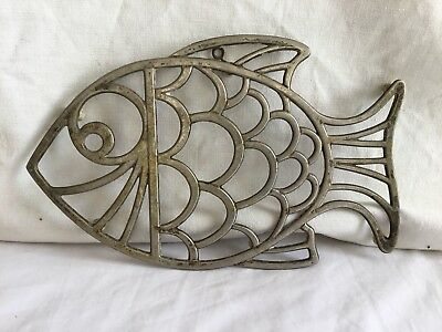 Vintage Leonard Silver Plated Fish themed trivet with wall hook      j5
