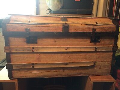 "Beautiful Steamer Wooden Trunk Size Hight-19 ""/ 48   W33 1/2 /85 Depth- 181/2 -4"