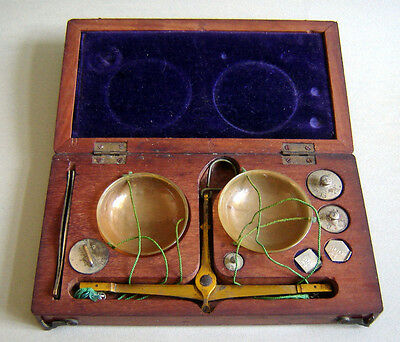 UNIQUE 19c ANTIQUE APOTHECARY TRAVELING Wood BOX BALANCE SCALE Celluloid Plates