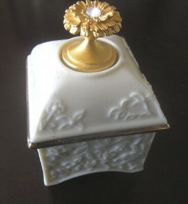 """Lenox China Treasures Collection """"October"""" Opal Trinket Ring Jewelry Box"""
