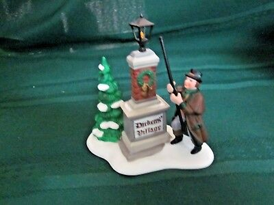 "Dept 56 Heritage Village ""YE OLDE LAMPLIGHTER"" #58393  - Dickens' Village Sign"