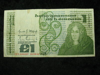 "1 old world foreign currency banknote IRELAND 1 pound 1982 P70 ""Lady Lavery"""