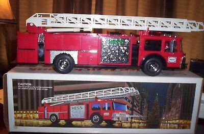 1986 Hess Fire Truck Nm, With Box And Inserts