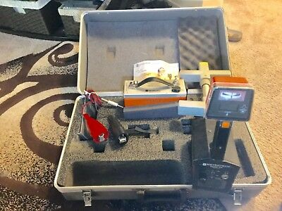 Metrotech 810 receiver, transmitter, and case