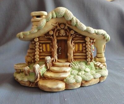 Pendelfin CHRISTMAS CABIN  Made in England Signed by Ann Marren