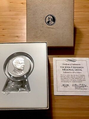 1973 John F. Kennedy 1000 grains 2 Oz Sterling Silver Memorial Medal Proof Round
