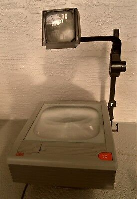 3m 9100 Overhead Projector -works well