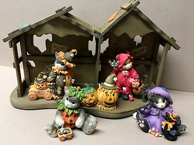 Enesco CALICO KITTENS Wood Halloween Stage/House W/4-Spooky Kittens & Boxes!