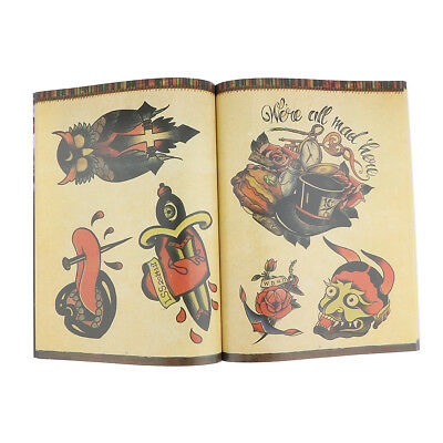 Conception de tatouage Flash Book Fleurs traditionnelles Croquis d'animaux