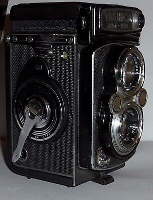 YASHICA Mat 124 TLR 120 film camera  Converted to use 1.5 volt battery