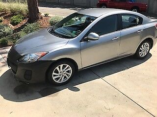 2012 Mazda Mazda3 4door sedan 2012 Mazda 3 i-Touring 2.0L Skyactiv - 6 speed Manual-35Kmiles!