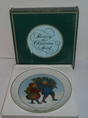 Avon First Edition 1981 Sharing the Christmas Spirit collector plate