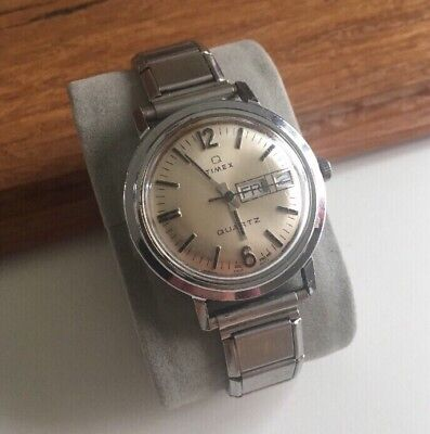 Vintage Timex Q Quartz Mens Dial England Silver Tone Day Date Watch-New Battery