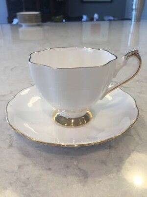 Vintage Queen Anne Fine Bone China Tea Cup Teacup Saucer England White Gold Trim