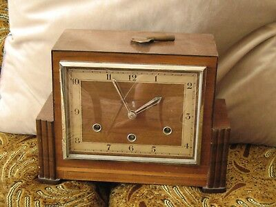 Vintage Mantle Clock in Excellent working order different melody every 15 minute