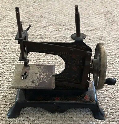 Antique! Miniature Sewing Machine GERMAN Toy Hand Crank CASIGE Childs VINTAGE