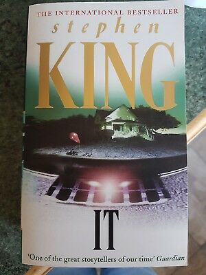 Stephen King Horror Novel Paperback IT Killer Clown Halloween Read Book