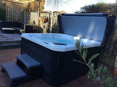 Brand New THE RETREAT 5 Person Hot Tub With USA American GECKO Control System