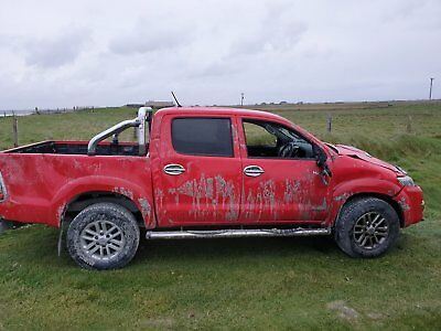 toyota hilux invincible 2015 Damaged. unrecorded.