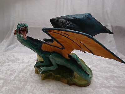 """ Land of the dragons ""  Figur   ! -- Large Lakes Dragon --!"