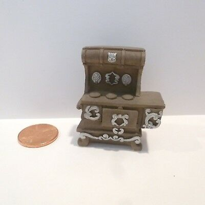 """1/4"""" Scale Miniature Stove      Deals Today 9/21         100 Listings 10.00 Each"""