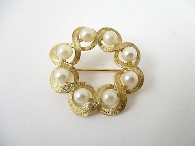 1960's 14K Yellow Gold Saltwater Cultured Pearl Wreath Brooch Pin With Hatching