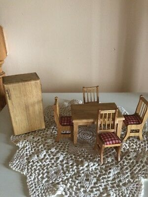 MAPLE WOOD TABLE, 4 CHAIRS RED & WHITE SEAT COVERS & FRIDGE dollhouse miniature