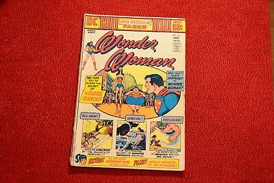 Wonder Woman (1974) - #211 (Giant), Nice Condition, Rare!!