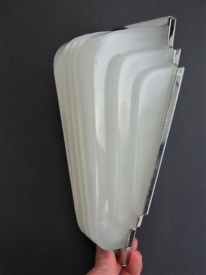 Superb Glass ART DECO WALL LIGHT in Chrome Mount - vintage circa 1930s