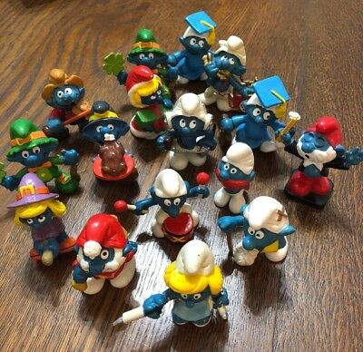 16 Vintage Smurf Figurines, Including Papa Smurf & Smurfette - Lot Of Smurf Toys