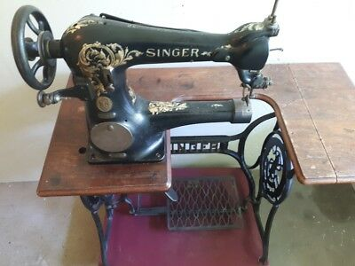 Antique 1907 Singer 18-2 left hand treadle vamping roller foot sewing machine