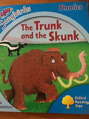 Songbirds: Stage 3: The Trunk & the Skunk by Julia Donaldson - paperback - VGC