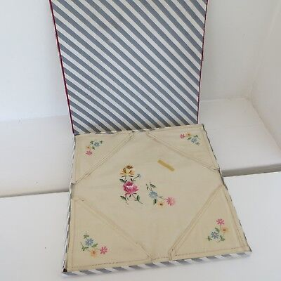 New Vintage Irish Linen Table Cloth & 4 Napkins Set - Floral Hand Embroidered