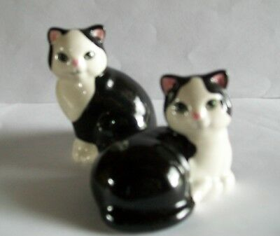 VINTAGE BLACK & WHITE CATS Salt and Pepper Shakers;  CERAMIC CAT shaker set