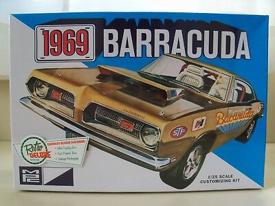 Mpc - Retro Deluxe - 1969 Plymouth Barracuda - (3 In 1) Model Kit (Sealed)