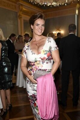 Katarina Witt With a Pink Blanket In Her Hand 8x10 Glossy Photo Print