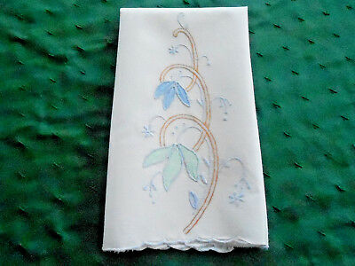 Beautiful White Linen Towel / Fabulous Hand Applique And Embroidery, Circa 1920