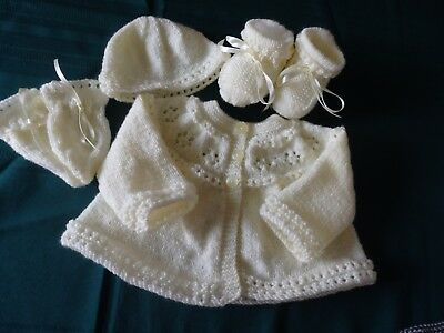 NEW - Hand knitted 4 piece baby set - soft yellow 000