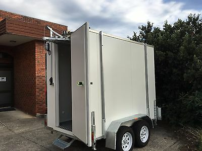 . 9 X 5 Foot - Mobile Trailer  Portable walk in Cool Room Meat Rails with gantry