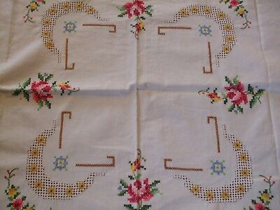 Lovely Floral Vintage Handmade Cotton Crochet Tablecloth the interior/flowers ha
