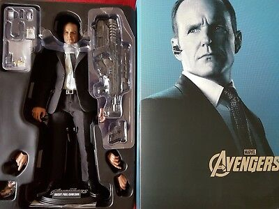 Hot Toys Avengers Agent Phil Coulson