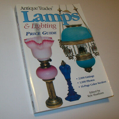 ANTIQUE TRADER LAMPS & LIGHTING PRICE GUIDE New Condition but 1 page corner fold