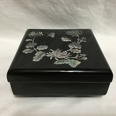 Vintage,Black Lacquer,Wood cigarette/trinket box with MOP inlay !!