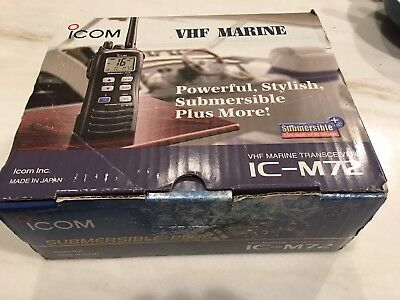 Icom IC-M72 VHF Marine Radio Transceiver & BC-166 Charger Mint Condition