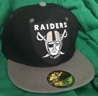 3def9019d Oakland Raiders FITTED HAT Size 7 1 2 Flat Bill Hat NEW Raiders Silver