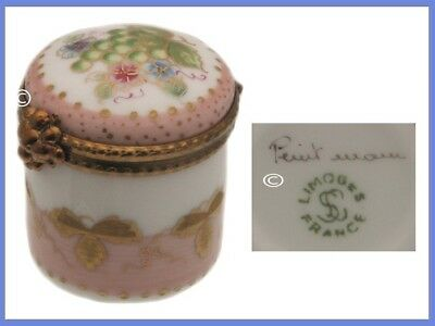 Retired LIMOGES, France Thimble and Thimble Holder, Grapes