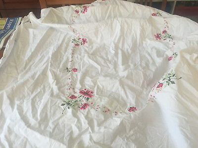 retro  tablecloth & 6 napkins embroidered pink flowers