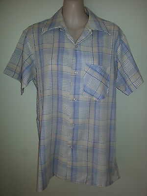 Size M Mens Blue And White Plaid Short Sleeve Vintage Shirt
